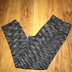 💖Fabletics Capri Workout pants stripes xs